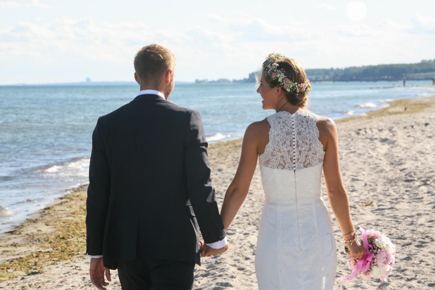 Heiraten Am Strand Mit Den Fussen Im Sand Ostsee Schleswig Holstein